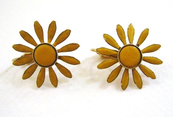 Vintage Estate Yellow Enamel Daisy Clip On Earrings