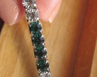 SALE Vintage Emerald Holiday Green Rhinestone Bar Brooch in Silver Setting, Bridal Brooch, Irish Brooch, Bouquet Brooch, Statement Brooch