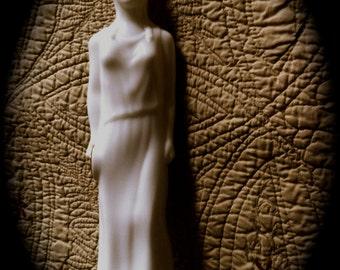 Vintage Classic Skin So Soft Statue 8 oz Bottle NOS