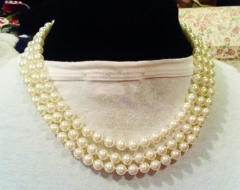 Faux pearl necklace 3 layers