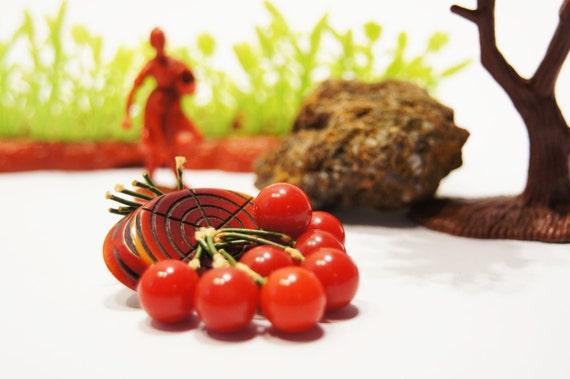 Bakelite Cherry Brooch - 8 Hanging Cherries - Tested