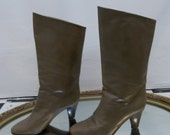 SALE // 1980s Vintage Rayne Grey-Green Leather Boots w/ Heel // Womens 6.5