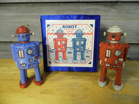 Vintage Schylling Robot Salt And Pepper By Grasshopperstreasure