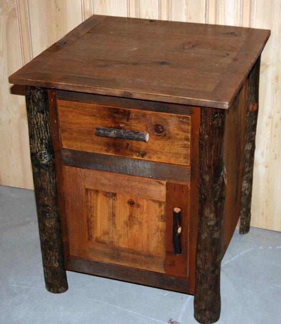 lodge style hickory log end table. Black Bedroom Furniture Sets. Home Design Ideas