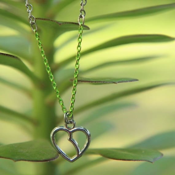 Kathleen Necklace - silver-plated kidney chain with green and brass chain and kidney-heart charm