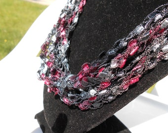 Trellis Necklace / Crochet Necklace Gift Idea for Valentine's Day Item No. 5