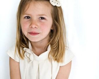 Flower girl hair clip in organic ivory cotton, crochet flower in organic cotton