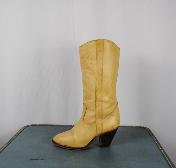 70s Vintage Camel COWGIRL Boots. Women Size 6B (36 Euro)