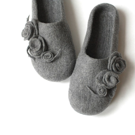 Women house shoes - grey felted wool slippers with roses - Valentine