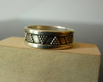 SALE Vintage Silver Grape Bunches Band Ring