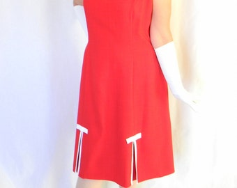 Vintage Summer Dress. 80s Sleeveless Shift Dress in  Red with White Trim. Mad Men Fashion. Primary Color