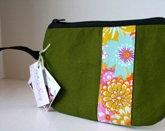 Green Fabric Wristlet, Zippered Wristlet, SmartPhone Wristlet, IPhone Wristlet