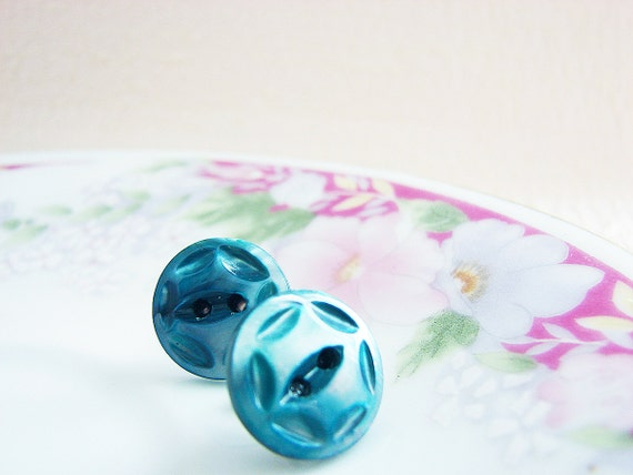 Carved Mother of Pearl Earrings, Blue Stud Earrings, Blue Pearl Earrings, Iridescent Earrings, Ocean Blue Studs, Vintage Button Earrings