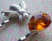 Honey Hunter: vintage glass rhinestone and honey bee silver hair bobby pin set