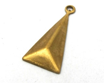 Brass Pyramid Triangle Drop Charms (16X) (M546)