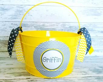 custom personalized 16 QUART  bucket featuring grey chevron