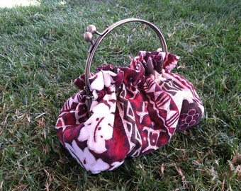 Purse in Red Polynesian Floral Cotton 6 Inch Frame