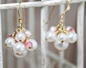 Cluster Bridesmaids Wedding Earrings, White Pink Swarovski Pearls, Swarovski Crystals, Gold Earrings, Bridal Earrings, Wedding Jewelry