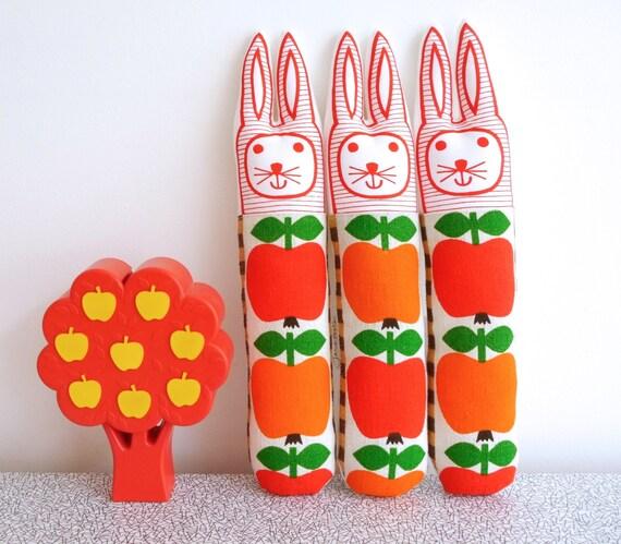 Scandi Bunny Rabbit by Jane Foster vintage 70s apple fabric retro modern