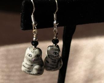 Heartwarming Cat Earrings 13016