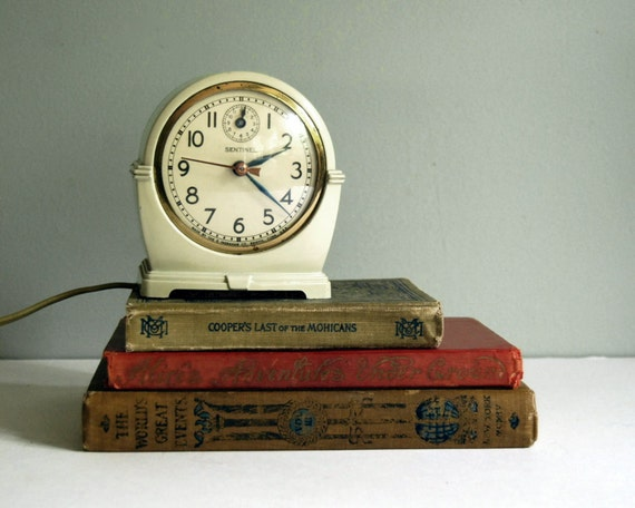 1940s Ingraham Sentinal Clock Vintage SA14 Alarm Clock, Art Deco Electric Shelf Clock