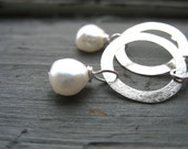 Boucles d'oreilles perles, Silver White Pearl boucles d'oreilles, boucles d'oreilles perle de la main, blanc perle bijoux Dangle Drop Earrings