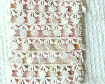 Vintage White Flower Venise Applique Trim - 2 yards - So sweet
