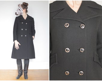 Vintage 60s Ribbed Black Wool Double-Breasted Peacoat in with Brass Buttons | Large