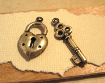 Double Sided Heart Lock and Key Charms in Antique Gold from Trinity Brass - 1 Each
