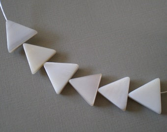 15x15mm White  Mother of Pearl triangle Stone shell beads 6pcs