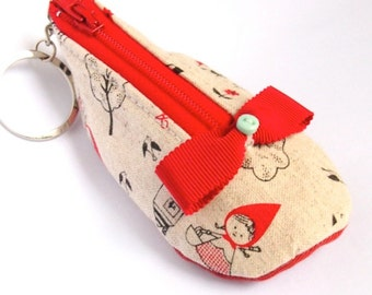 Mini shoe coin pouch keychain - red riding hood