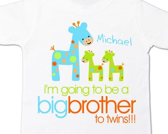 Big brother to be to twins funky giraffe pregnancy announcement Tshirt