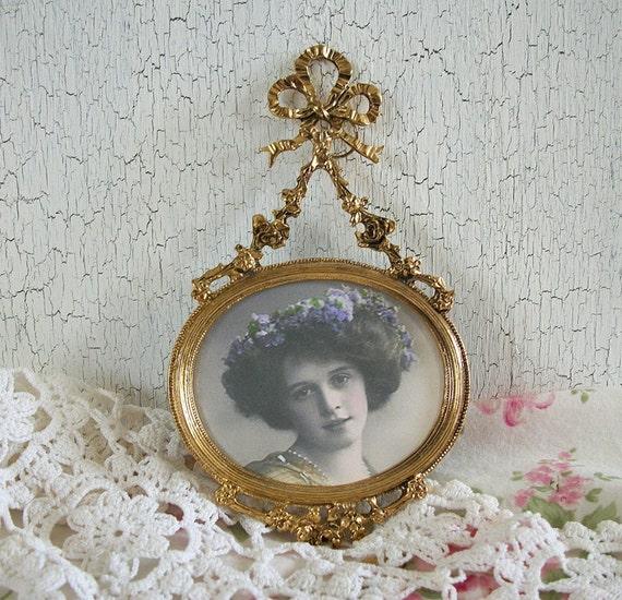 vintage oval metal picture frame small picture frame gold. Black Bedroom Furniture Sets. Home Design Ideas
