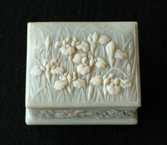 Vintage Trinket Box Incolay Stone Cameo Blossoms Berries Green White Irises
