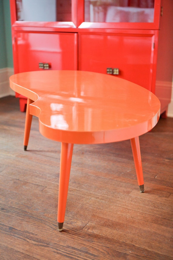 Mid century coffee table modern orange by vintagechicfurniture for Orange coffee table