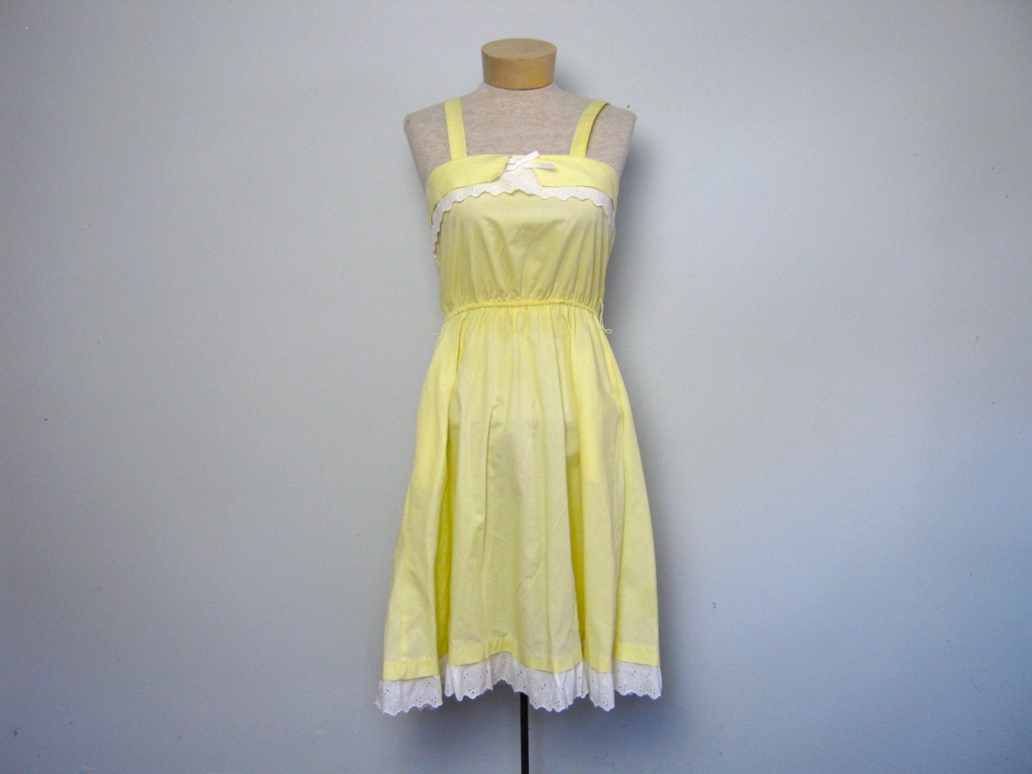 Vintage 70s pale yellow sundress