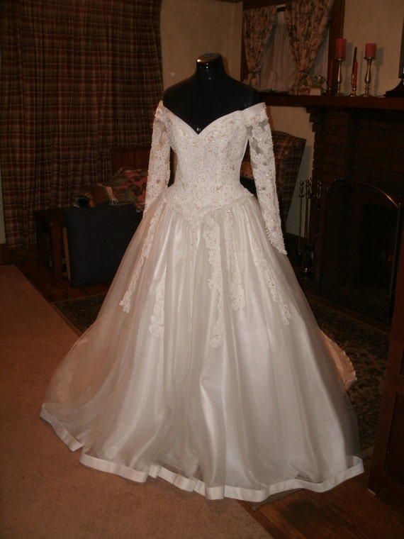 Sweatheart Gowns Creation In Bright White Off Shoulder Satin