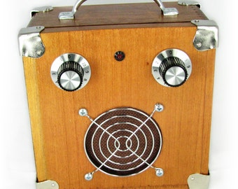 Cigar Box Amplifier: Vintage-Style All-Wood Acid Box - a great portable 9-volt Amp with a great look!