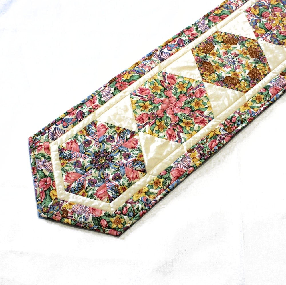 Spring And Easter Flowerstable Runner Quilt In Pink Yellow And