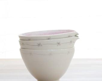 Daisy Porcelain Pouring Bowl
