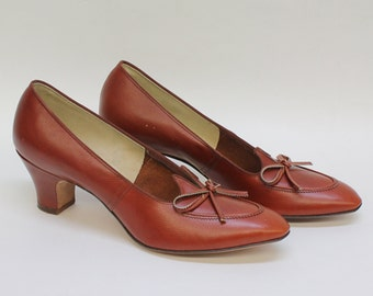 70's  Moccasin Style Pump / Chunky Heel / Brown / Size 8 / Narrow