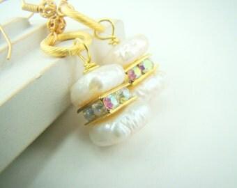 Pearl dangle earrings, brushed matte gold, rhinestones, bridal earrings... Gold Dust