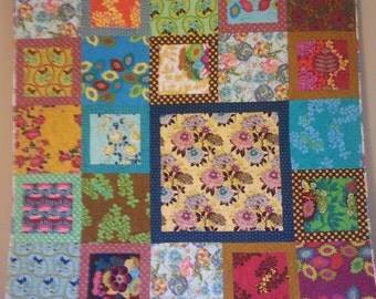"""Patchwork Quilt """"Floral Garden"""" lap-size throw, wallhanging"""
