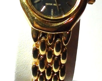 Thin Wrist Watch Petite Q&Q Citizen 18k gold plated Onyx dial and is working Medium Wrist On SaLe Now