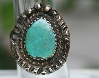 Sterling and Turquoise Ring - Vintage Southwestern Design
