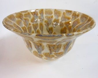 4Qt Big Spotted Ceramic Bowl