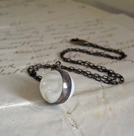 Moon Shine Vintage Marble Necklace White