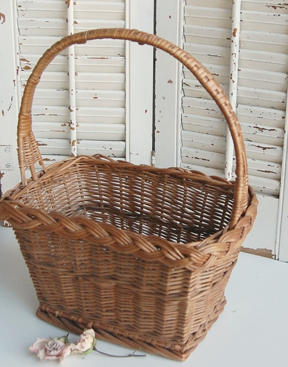 Vintage Wicker Basket  Farmhouse Storage Basket with Handle