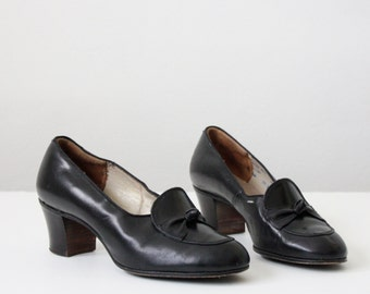 vintage 1940s black pumps