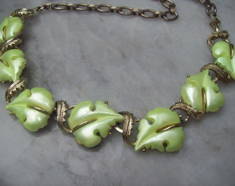 Vintage Mid-Century Gold Toned, Yellow-Green Leaf Necklace - Star